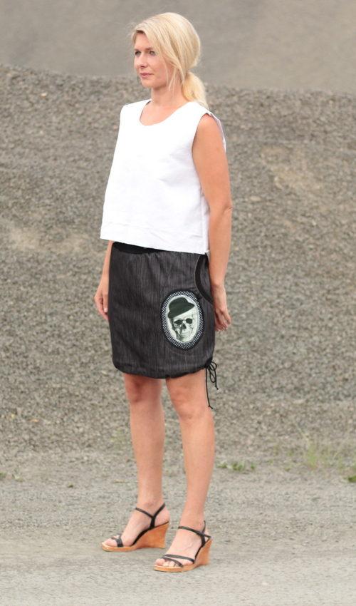 handgemachte Mode – LaJuPe - langer enger schwarzer Rock