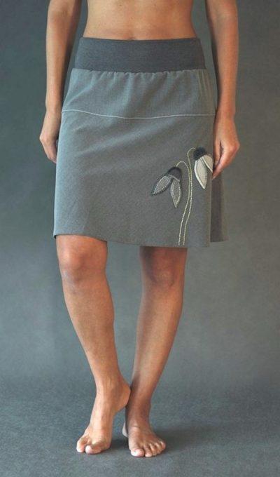 LaJuPe šedá sukně polyesterová šikmo střižená áčková do sedla šedý náplet motiv sněženky