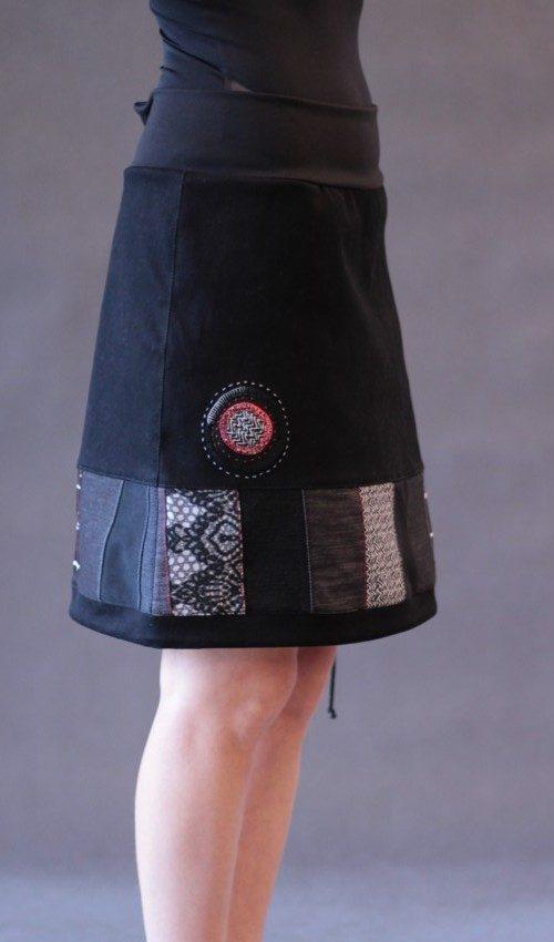 LaJuPe sukně patchwork bavlna_polyester_bez_podšívky_černá_patchwork_se_sedlem_dole_1kapsa_tunýlek_černá_černočervená_kolečko_vkolečku