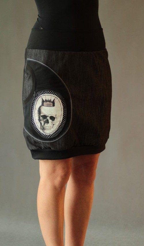 handgemachte Mode – LaJuPe - knielanger schwarzer Rock gothic