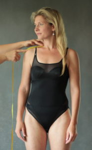 Jak se měřit na šaty - šíře ramene