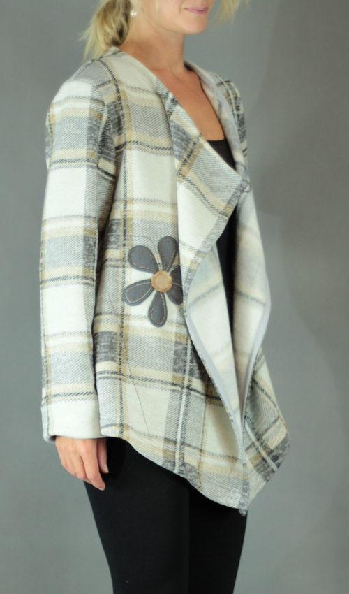 handgemachte Mode – LaJuPe - beige Cardigan