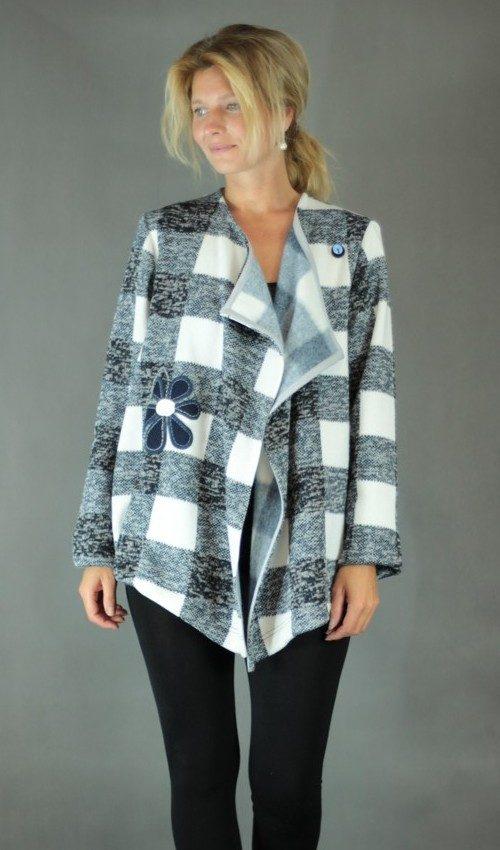 handgemachte Mode – LaJuPe - blaue Strickjacke