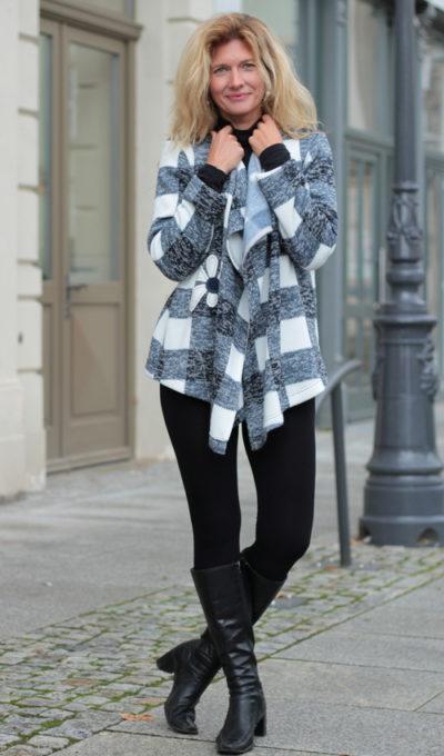 handgemachte Mode – LaJuPe - Strickjacke blau