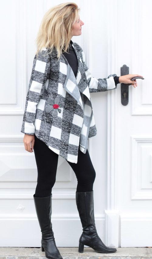 handgemachte Mode – LaJuPe - Strickjacke weiß